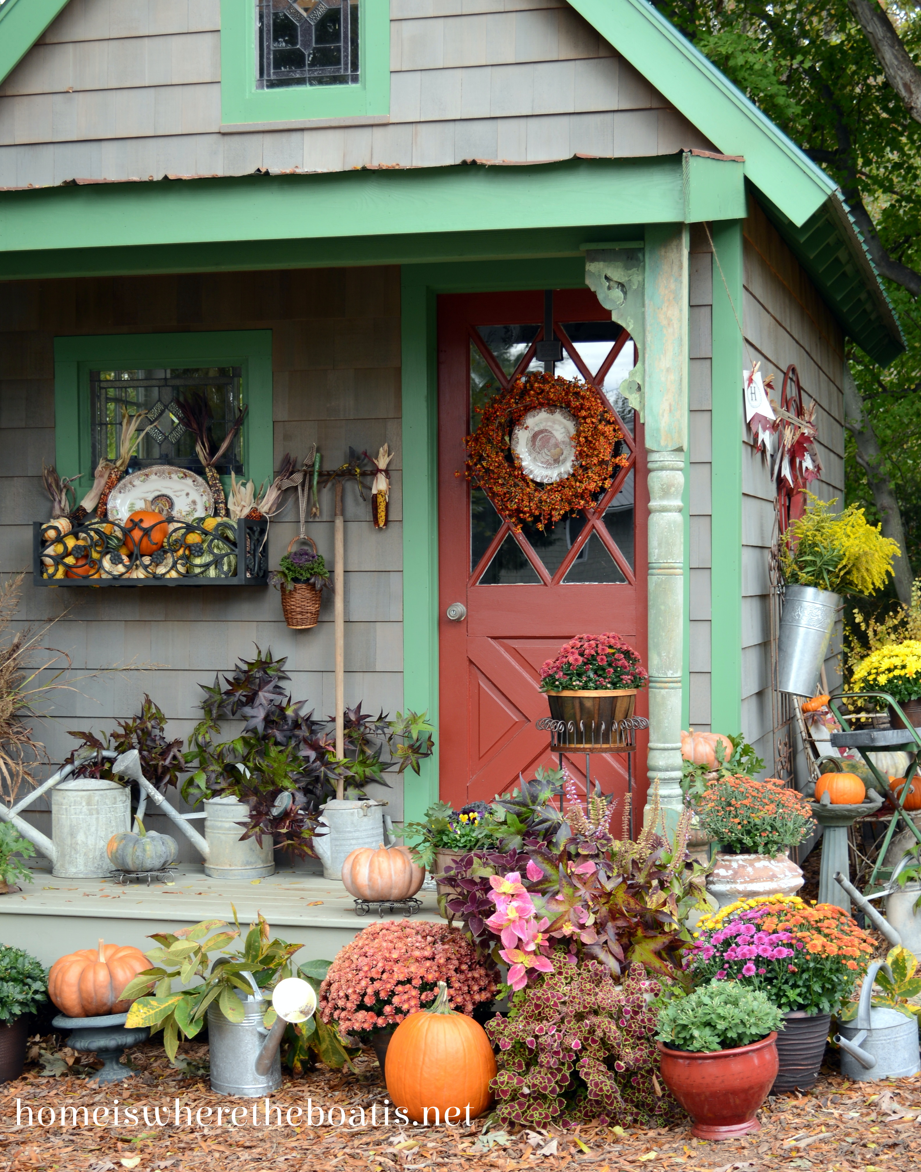 Fall potting shed inspiration and quaint garden sheds for Garden decoration ideas pictures