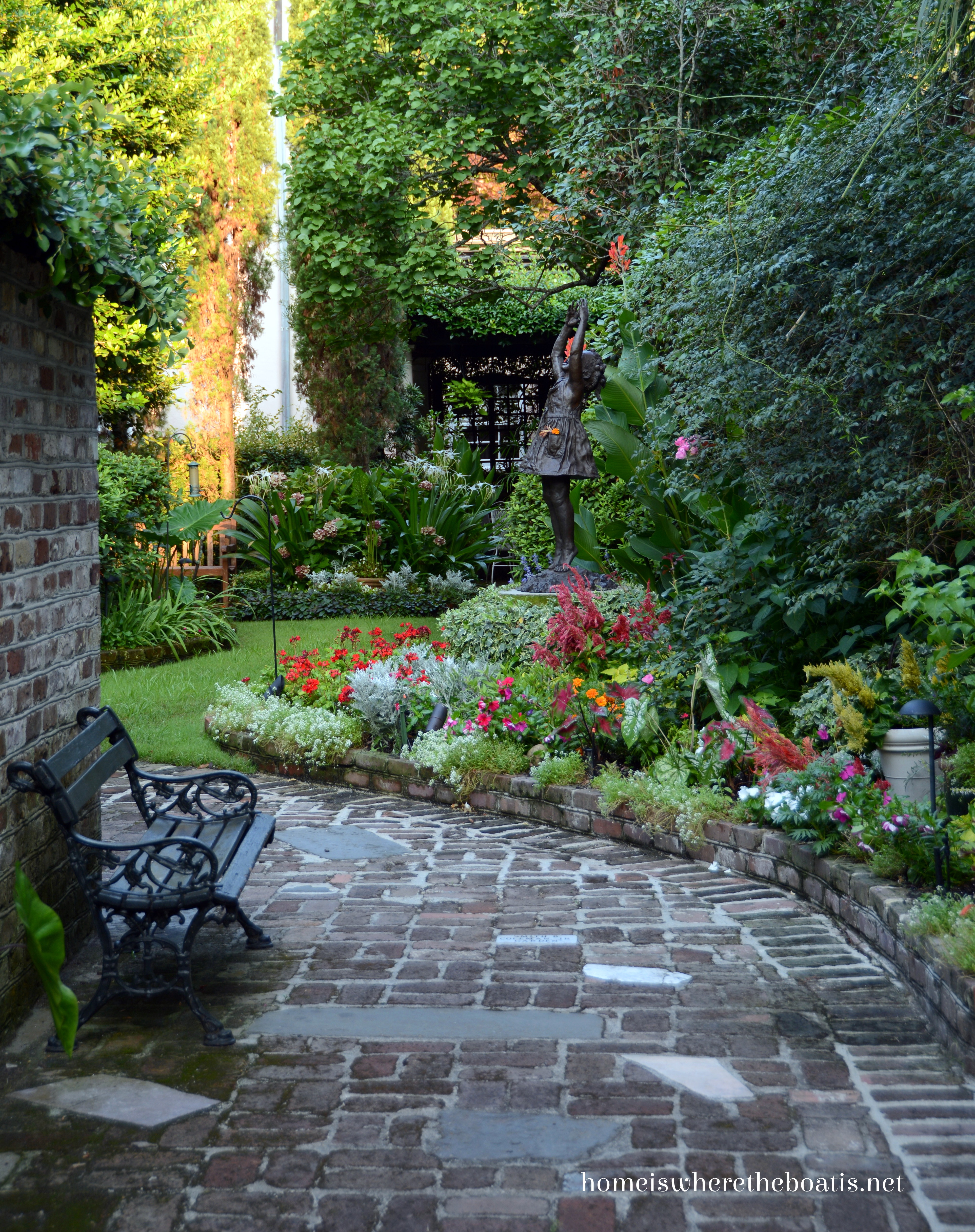 1000 images about beautiful gardens flowers on for Beautiful gardens landscaping