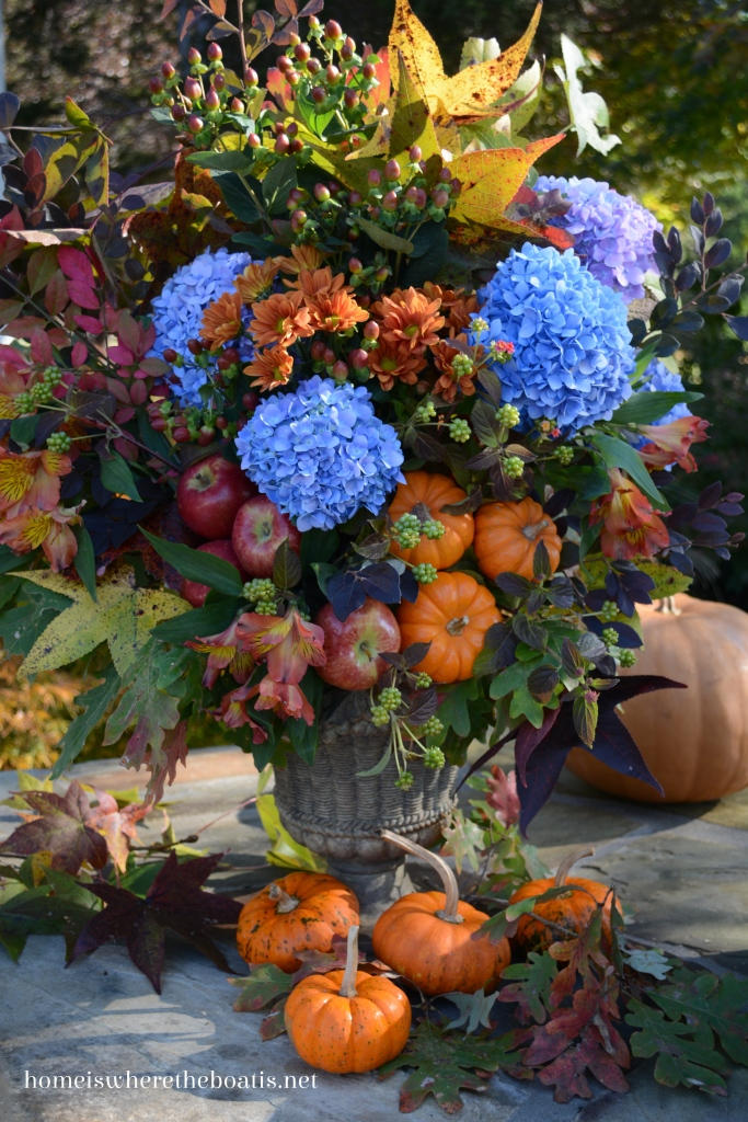 Beautiful fall floral arrangement with hydrangeas, pumpkins, apples and leaves | ©homeiswheretheboatis.net #fall #flowers #pumpkins #hydrangeas #apples