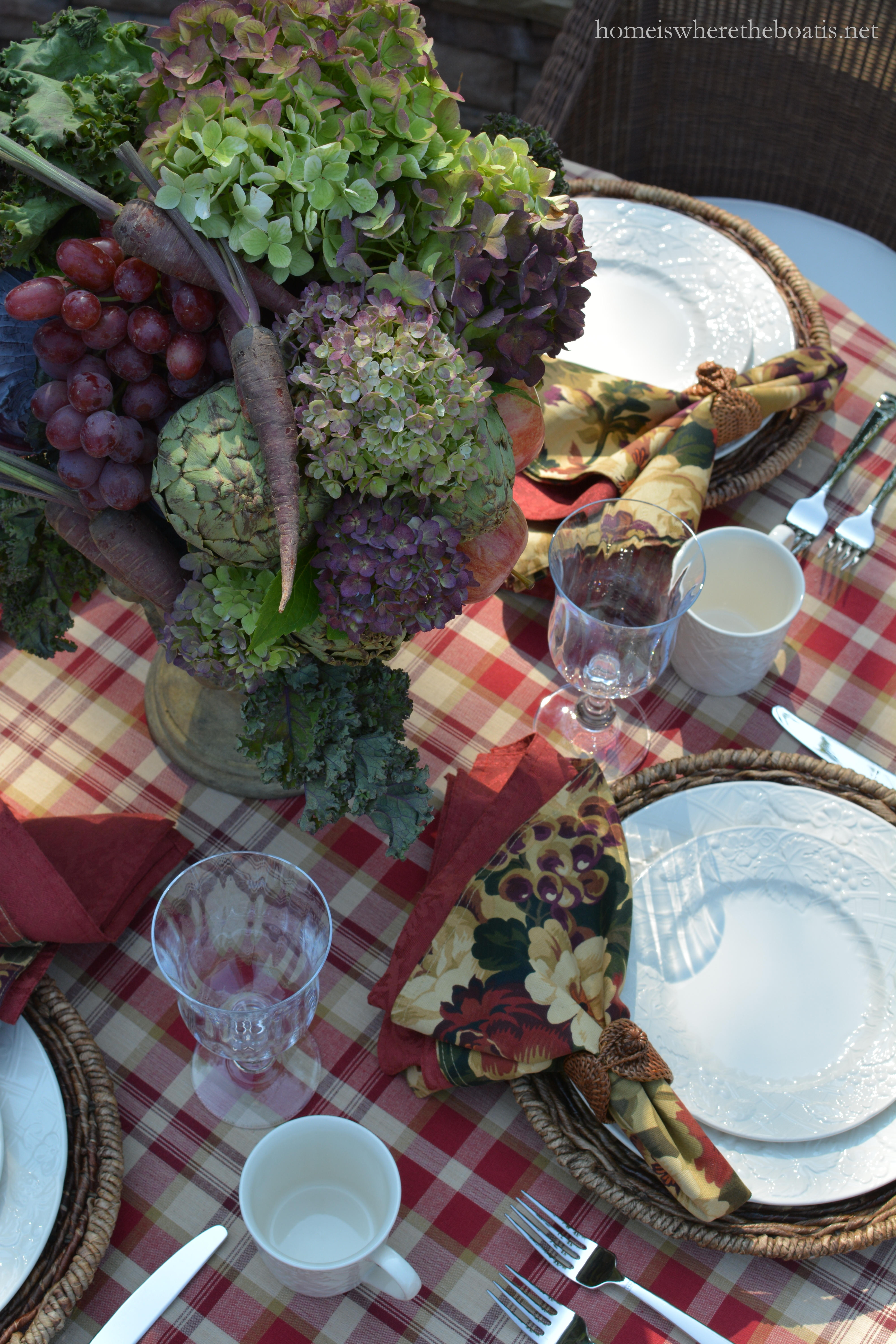 Mikasa English Countryside flatware handles feature a lattice motif and bands of beading for a textured surface. & A Fruit and Vegetable Centerpiece and Mikasa English Countryside ...