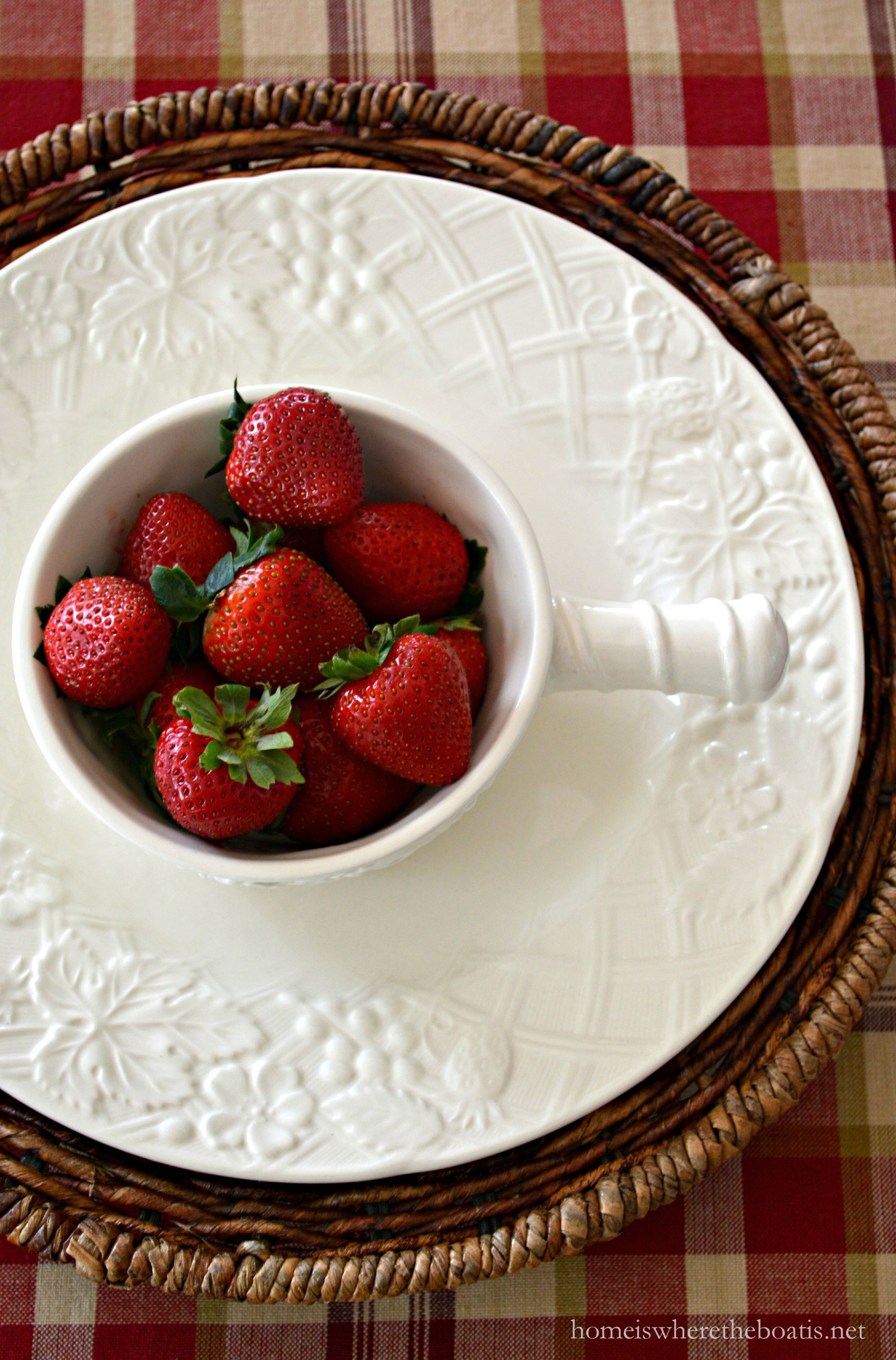 An English Countryside Onion Soup Bowl holds 15 ounces and could hold inidual desserts or dips. & A Fruit and Vegetable Centerpiece and Mikasa English Countryside ...