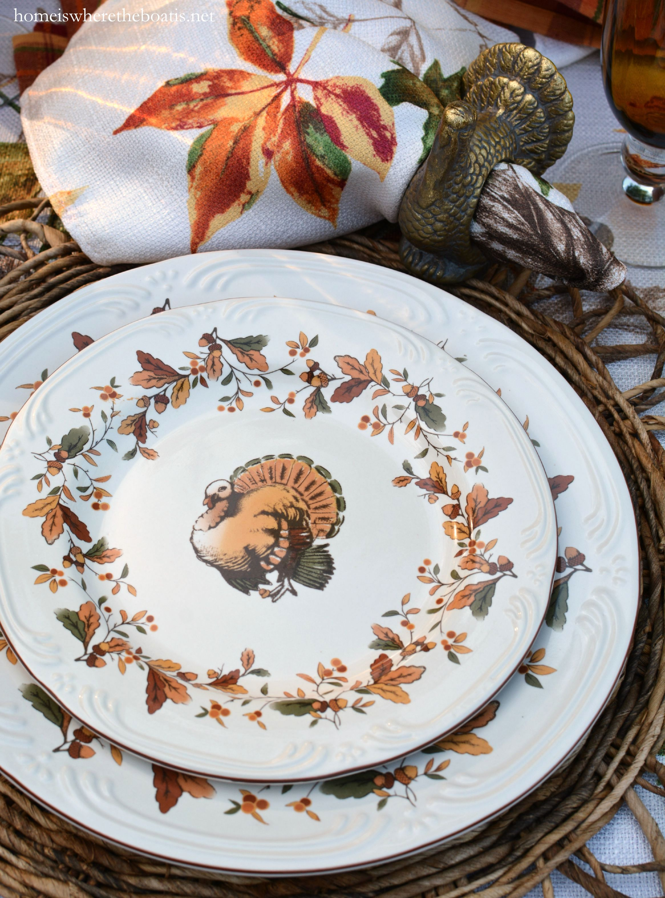 Newly introduced by Pfaltzgraff Autumn Berry dinnerware is bordered by a fall garland of oak leaves acorns and berries. & Scattered Leaves Turkeys and Pfaltzgraff Autumn Berry Dinnerware ...