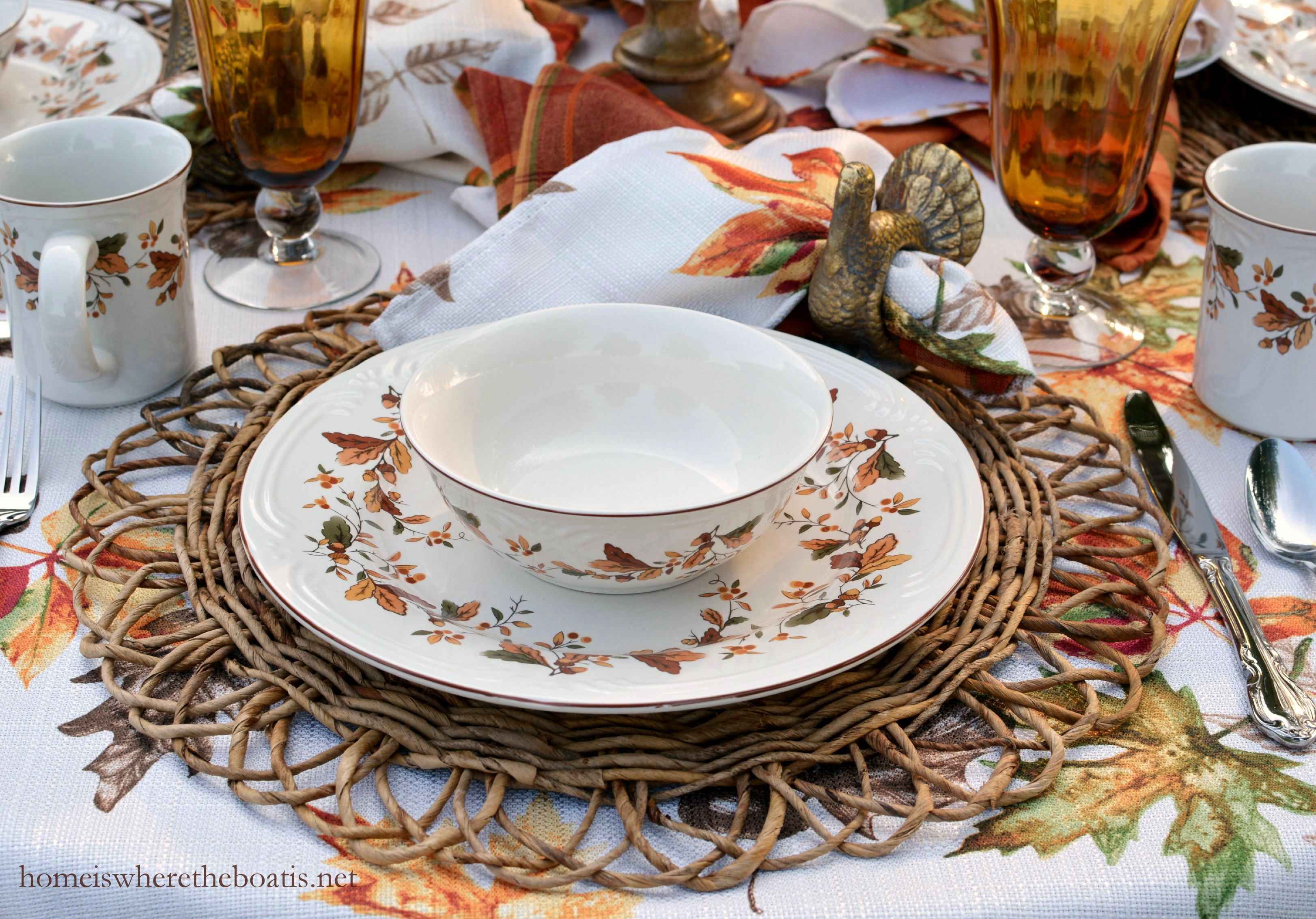 Woven chargers provide some texture and contrast to the dinnerware with a scalloped edge and design providing a turkey fantail effect. & Scattered Leaves Turkeys and Pfaltzgraff Autumn Berry Dinnerware ...