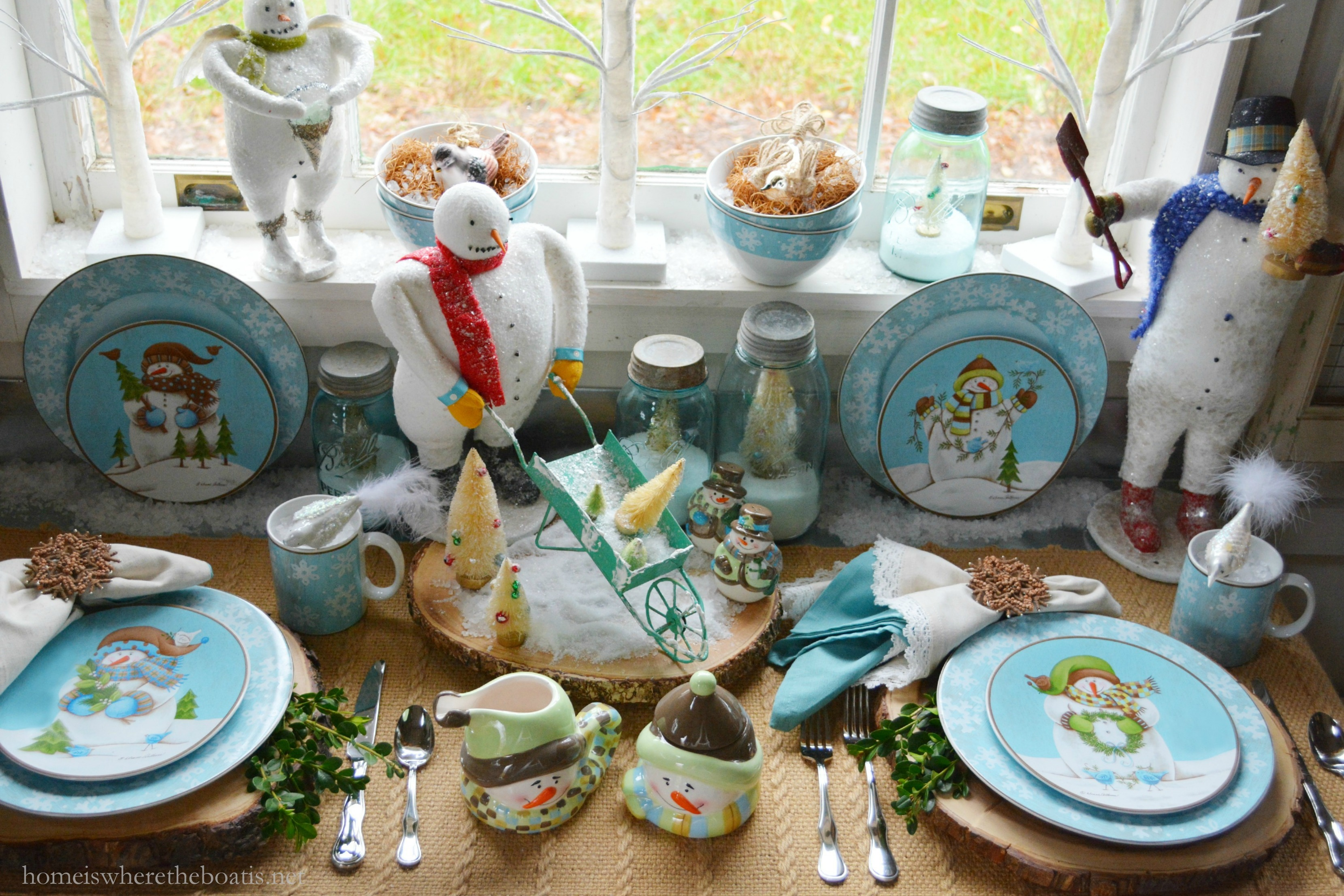 Four assorted plump and jolly snowmen decorate the salad plates in shades of blue and green with brown accents to pair with blue and white snowflakes of ... & In the Potting Shed: Dining with Snowmen and Evergreen Ernie ...