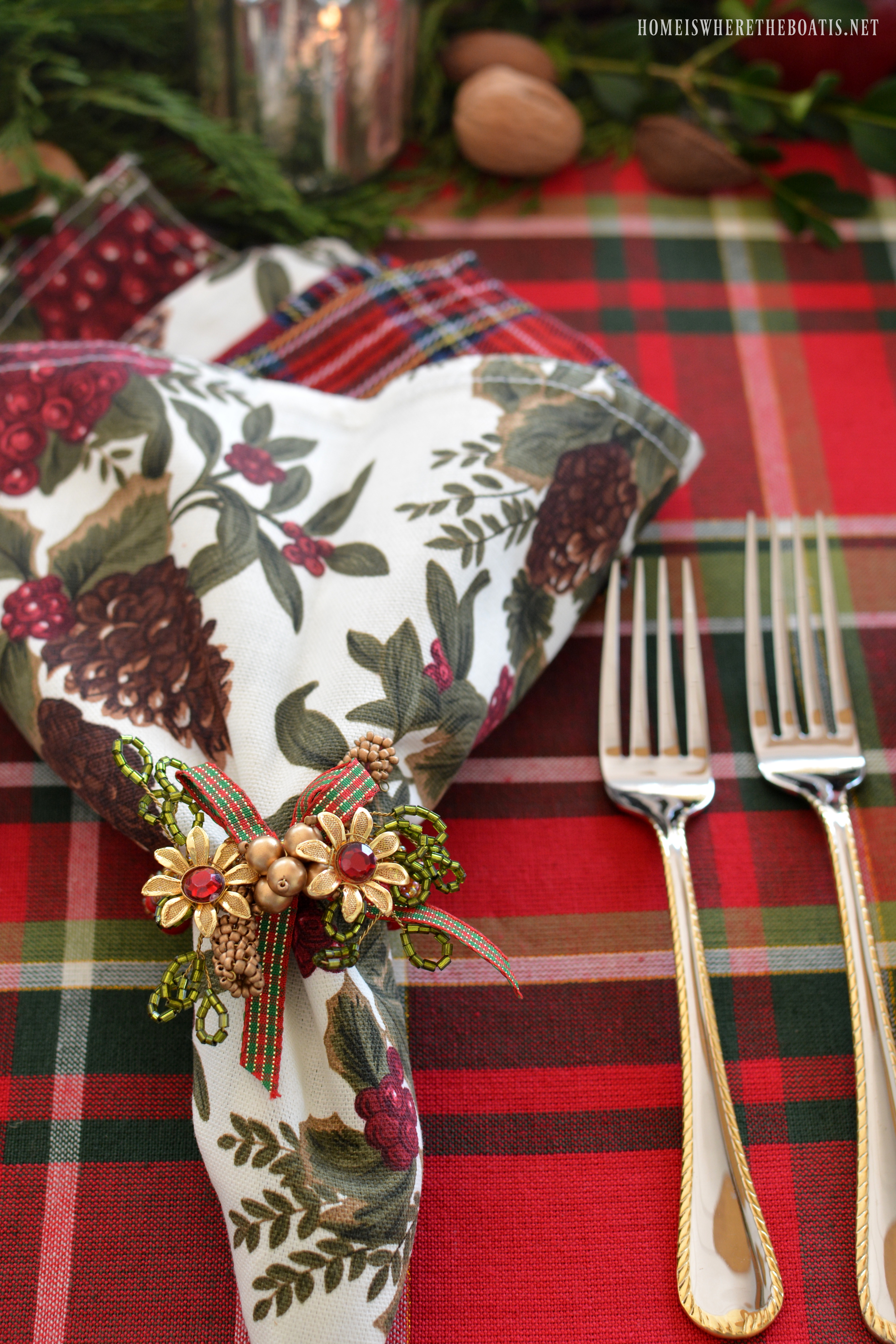 In addition to plates I used a combination of napkins for the table. & Plaid Tidings: A Christmas Table with St. Nick and A Natural ...