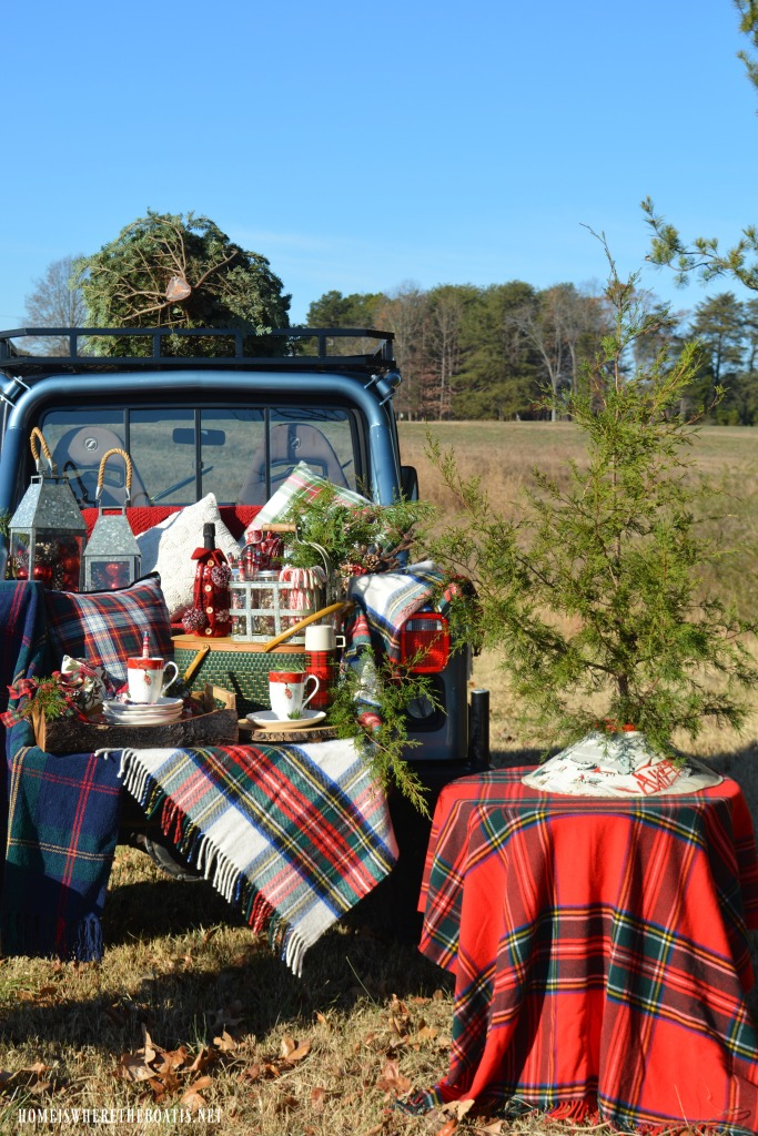 Christmas Tree Tailgate and Picnic | ©homeiswheretheboatis.net #tartan #plaid #tailgate #Christmas #Jeep