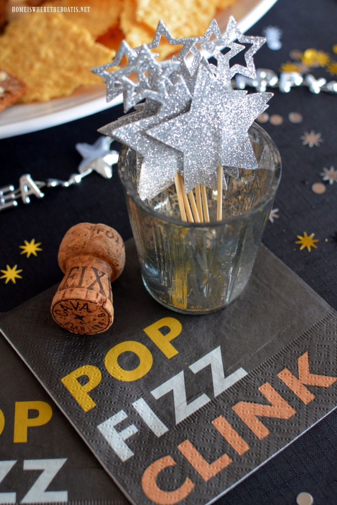 * Pop * Fizz * Clink * | ©homeiswheretheboatis.net #newyear #party