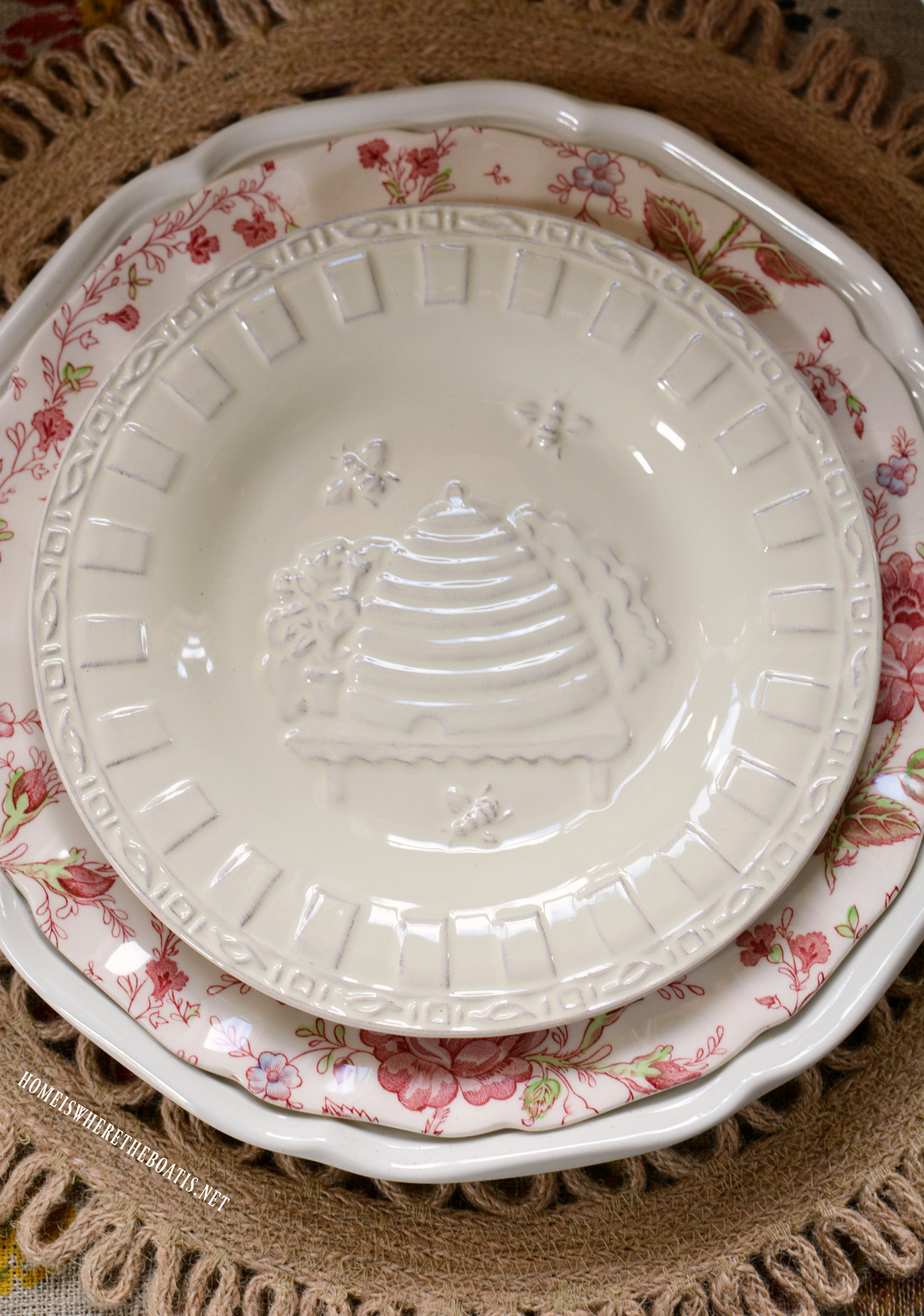 Embossed salad plates ... & Beeu0027 Mine Valentine Table in the Potting Shed u2013 Home is Where the ...