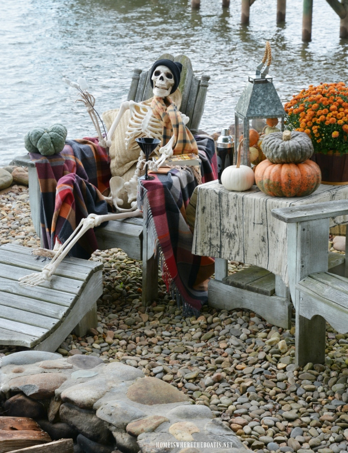Skellie Humor: No Bones About It, It's Warmer by the FirePit | ©homeiswheretheboatis.net #halloween