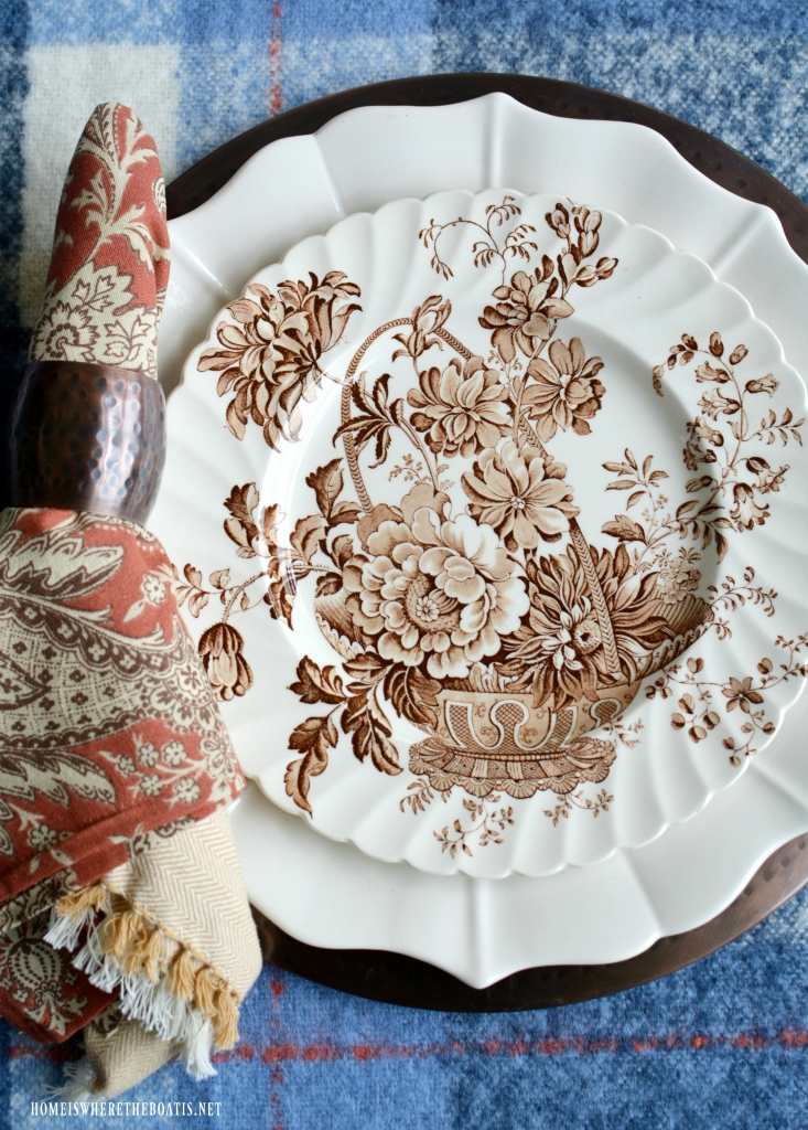 Royal Staffordshire Clarice Cliff 'Charlotte' | ©homeiswheretheboatis.net #tablescapes #fall #lake