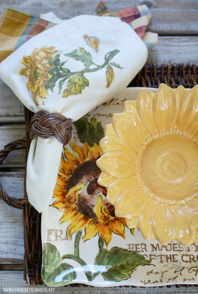 Sunflower bowl, plate and napkin | ©homeiswheretheboatis.net #sunflowers