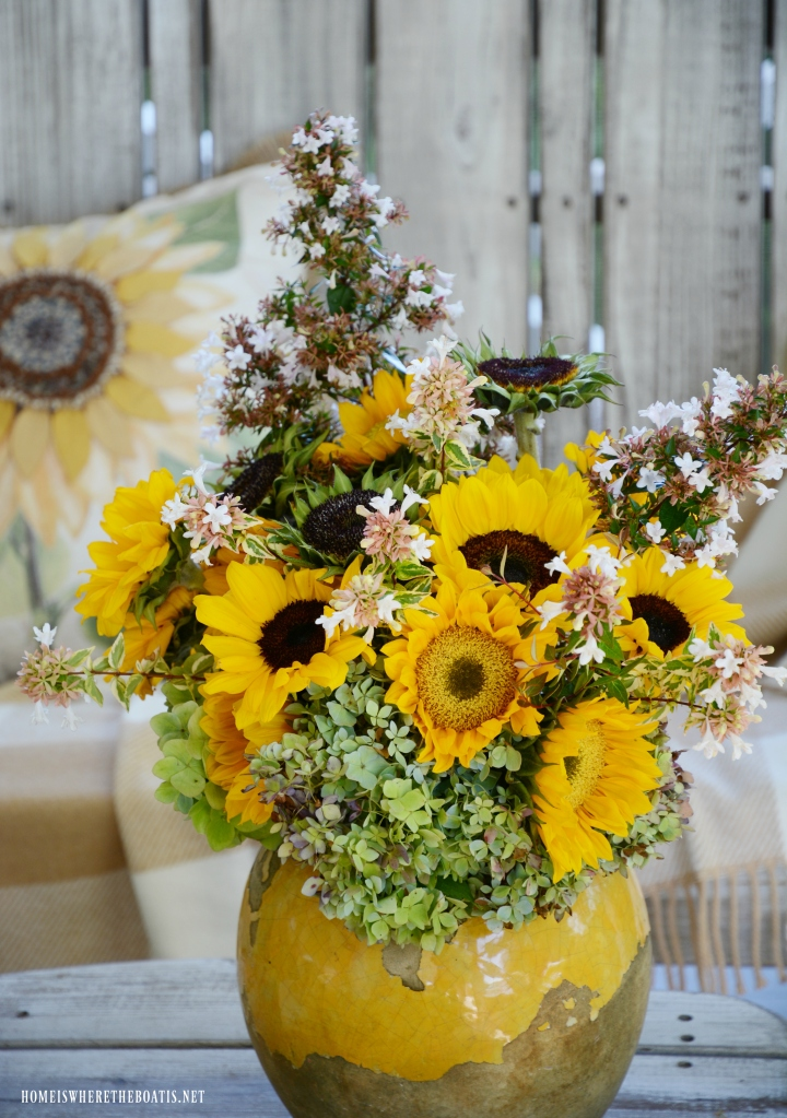 Arrangement with sunflowers | ©homeiswheretheboatis.net #sunflowers