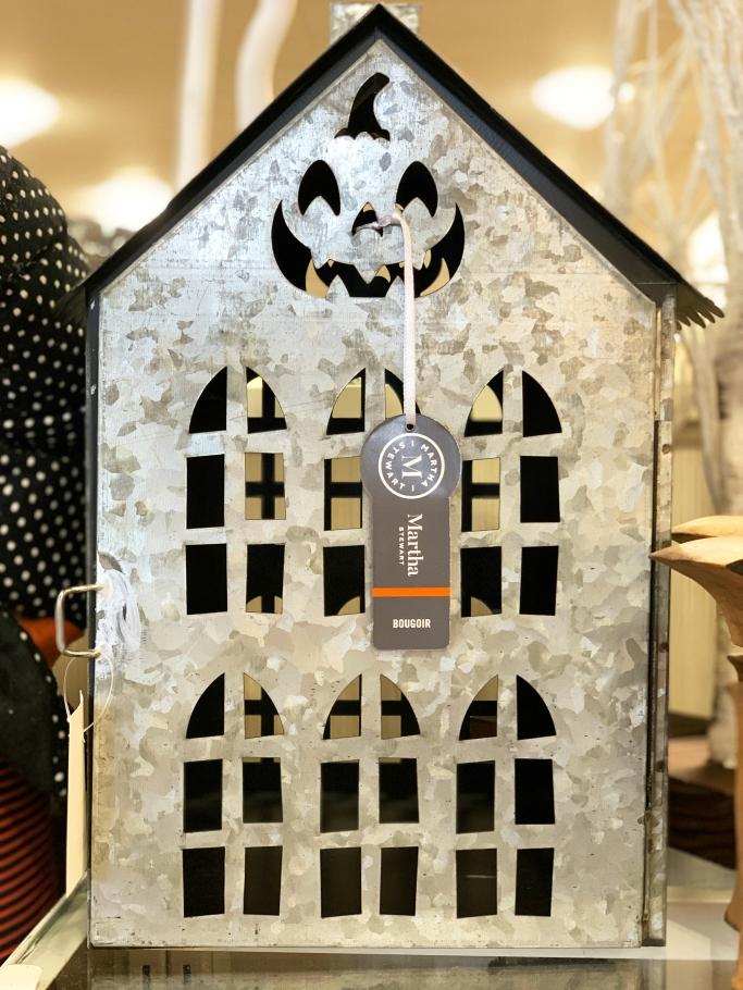 Halloween decor HomeGoods | ©homeiswheretheboatis.net #HomeGoods #halloween