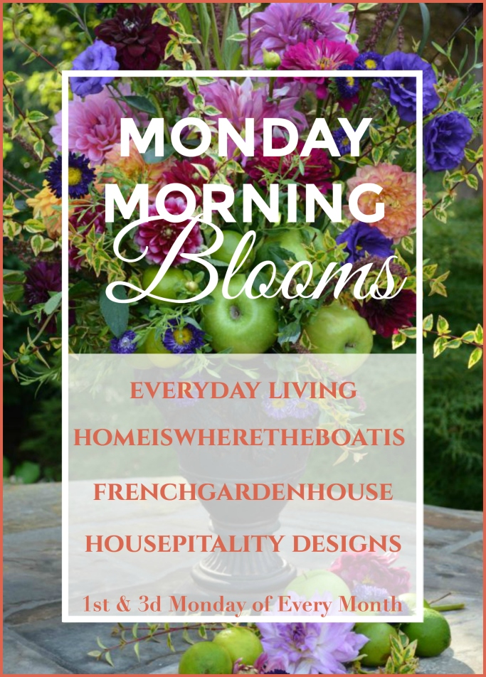 Monday Morning Blooms, 1st and 3rd Mondays of every month | ©homeiswheretheboatis.net #flowers