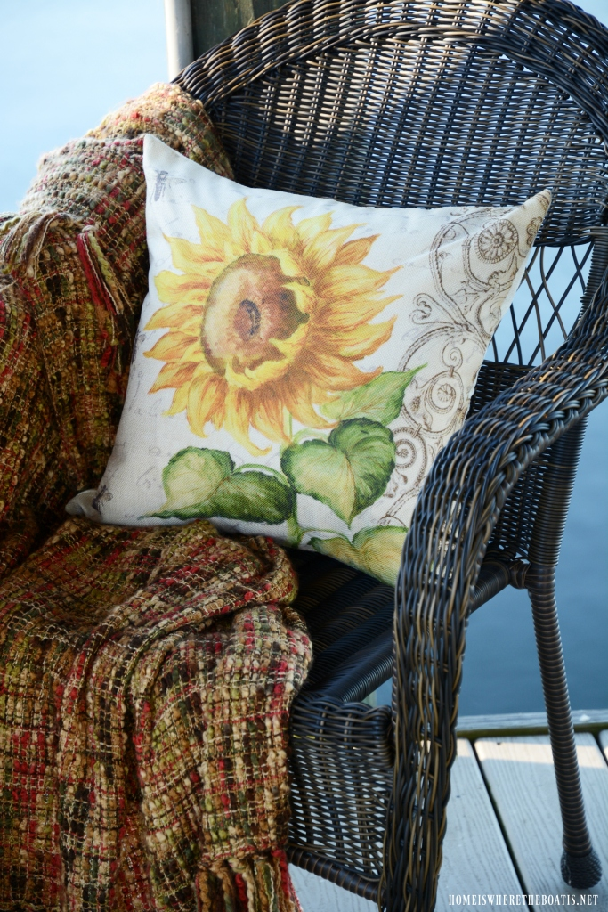 Sunflower pillow | ©homeiswheretheboatis.net #sunflowers #lake #summer