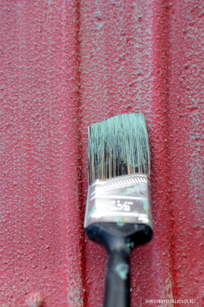 Dry brush painting with Chalk Paint | ©homeiswheretheboatis.net #chalkpaint #DIY