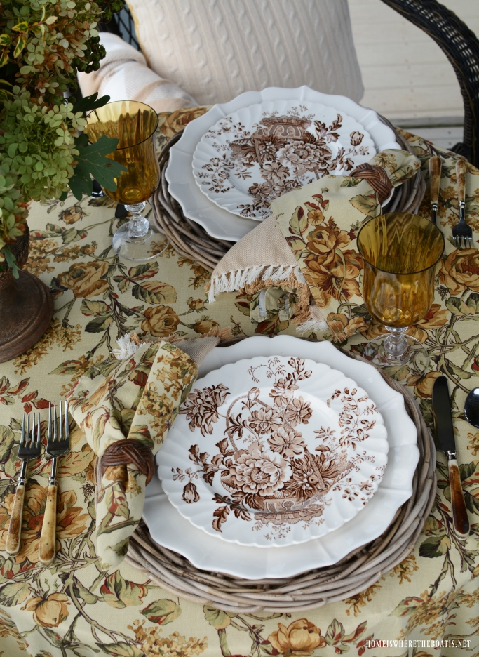 Early fall table with Royal Staffordshire Clarice Cliff 'Charlotte'| ©homeiswheretheboatis.net #fall #transferware #tablescapes