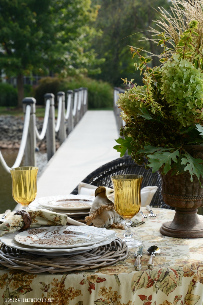 Dockside table and early fall flower arrangement | ©homeiswheretheboatis.net #fall #flowers #tablescapes #lake #alfresco