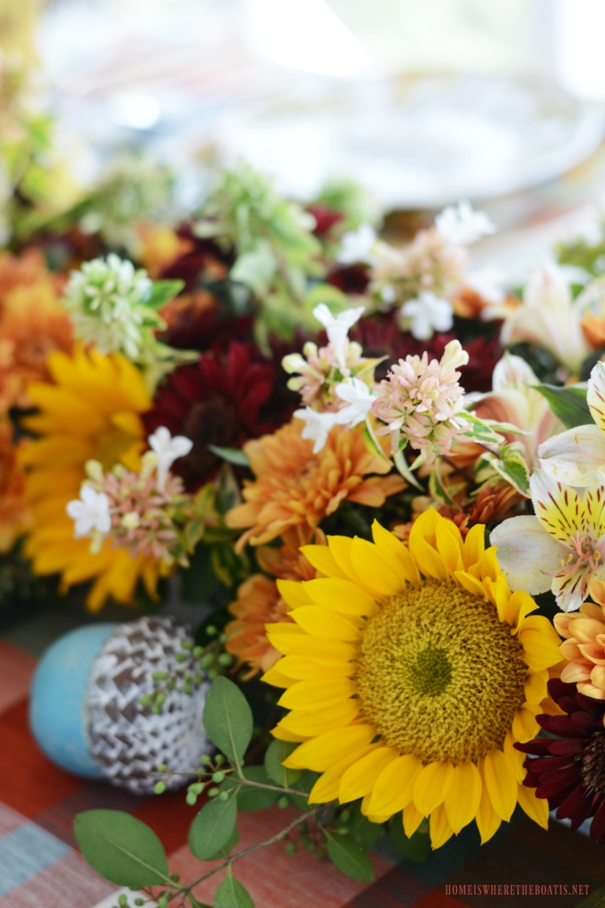 DIY fresh flower table runner   ©homeiswheretheboatis.net #flowers #fall #centerpiece #tablescapes