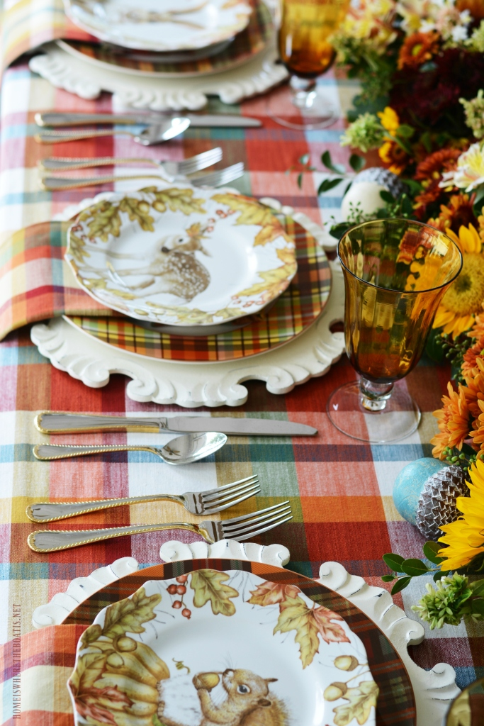 Woodland Friend Tablescape and DIY fresh flower table runner | ©homeiswheretheboatis.net #flowers #fall #centerpiece #tablescapes