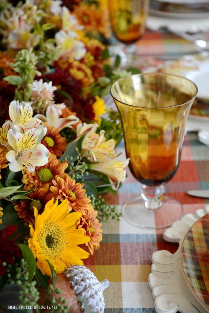 DIY fresh flower table runner for Fall | ©homeiswheretheboatis.net #flowers #fall #centerpiece #tablescapes
