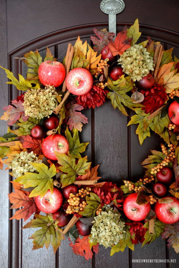 DIY Apple Spice Wreath | ©homeiswheretheboatis.net #fall #wreath #apples #DIY