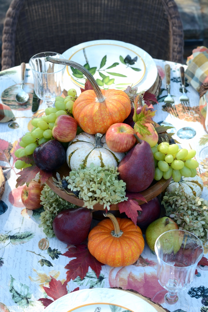 Fall table with easy 5-Minute Centerpiece with fall fruit, pumpkins, leaves and dried hydrangeas | ©homeiswheretheboatis.net #tablescapes #fall #fruit #alfresco