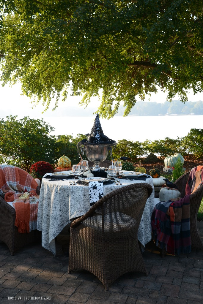 'If The Hat Fits' Halloween Tablescape | ©homeiswheretheboatis.net #halloween #tablescapes #alfresco #lake