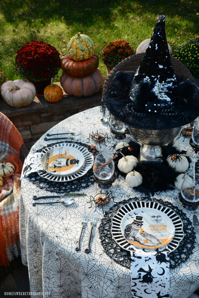 'If The Hat Fits' Halloween Tablescape | ©homeiswheretheboatis.net #halloween #tablescapes