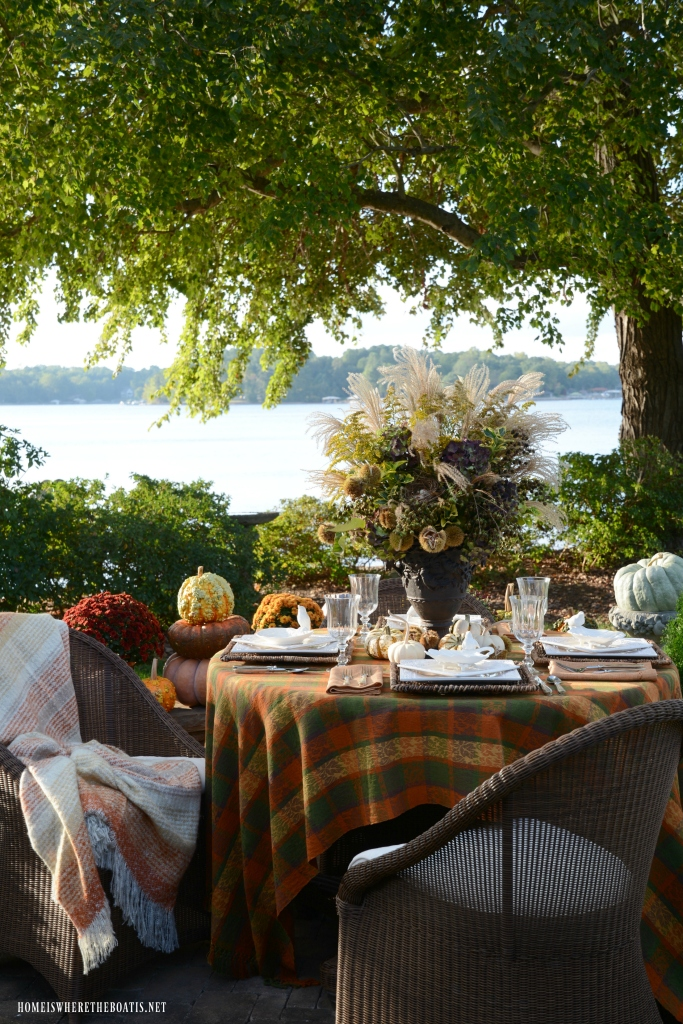 Delicious Autumn Lakeside Table | ©homeiswheretheboatis.net #fall #alfresco #tablescape #lake
