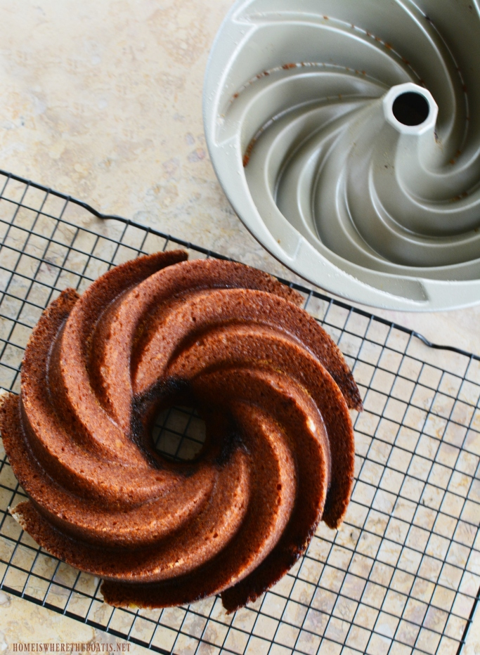 Latte Lover's Pumpkin Spice Bundt Cake with Kahlúa-Cream Cheese Glaze #nationalbundtday #cake #pumpkinspice #thanksgiving #dessert #recipes