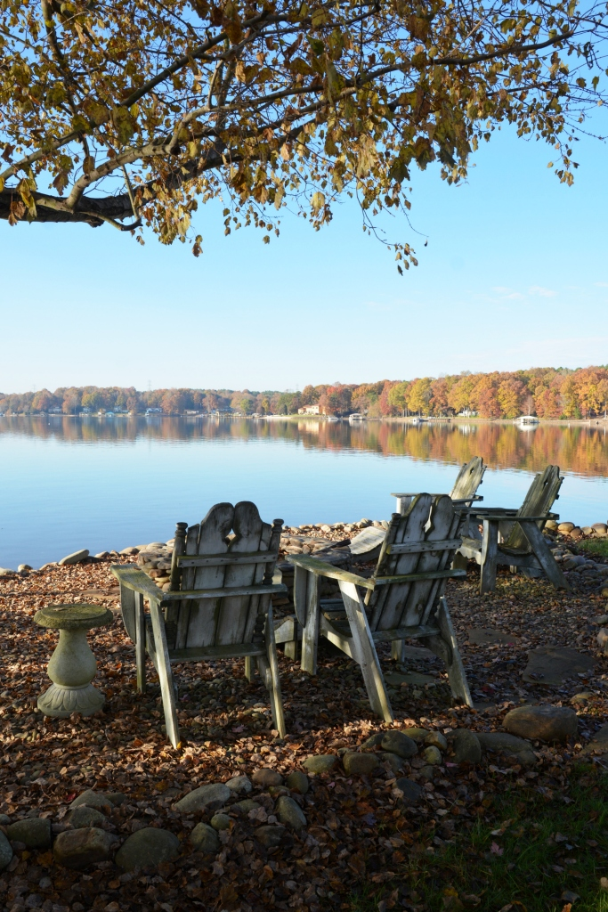Fall color Lake Norman reflections | ©homeiswheretheboatis.net #fall #autumn #lake