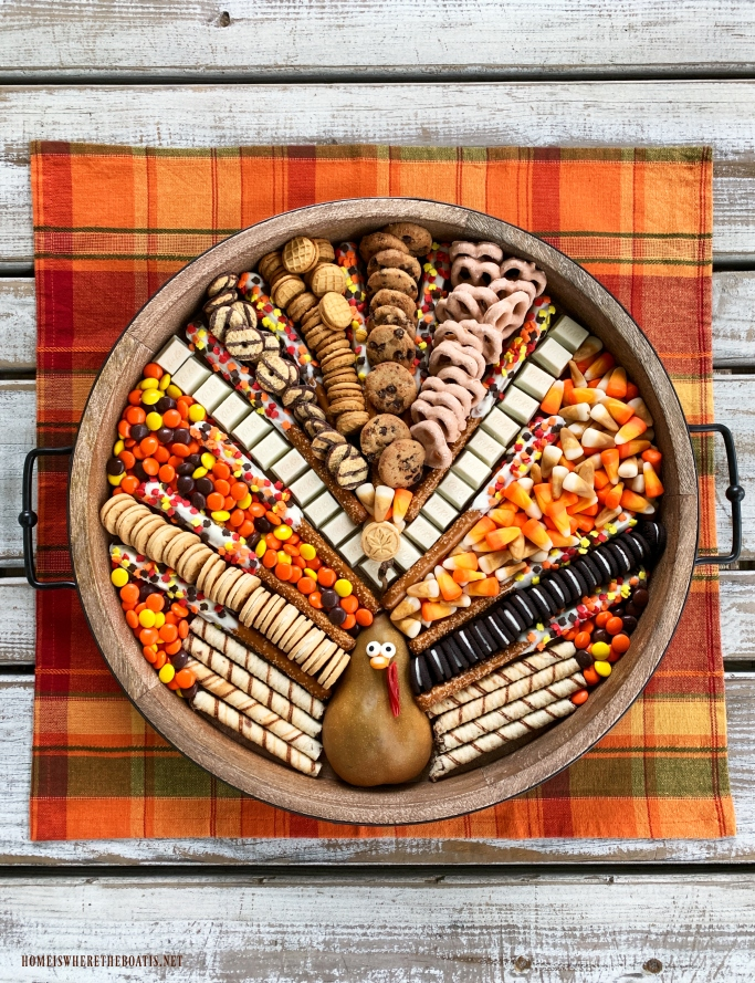 Turkey Dessert Board for Thanksgiving or Friendsgiving | ©homeiswheretheboatis.net #thanksgiving #dessert #friendsgiving
