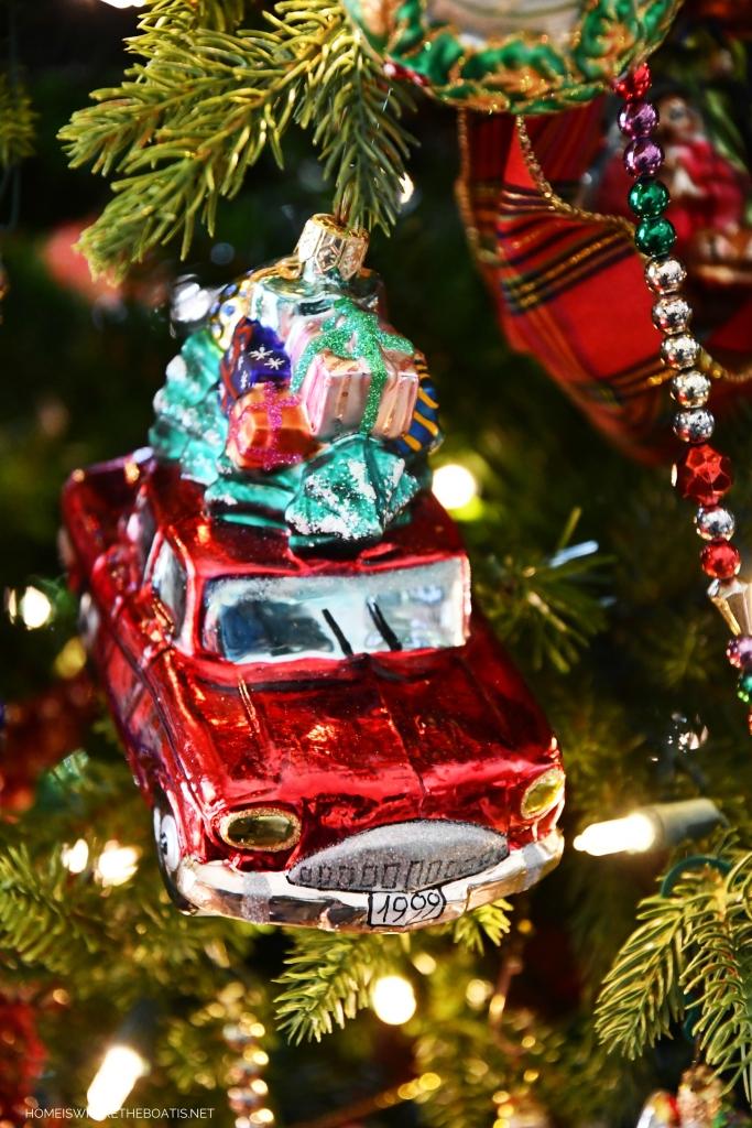 Merry Motoring Car Ornament | ©homeiswheretheboatis.net #Christmas #tree