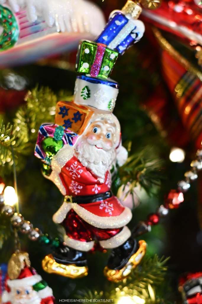 Santa Christmas Ornament | ©homeiswheretheboatis.net #Christmas #tree