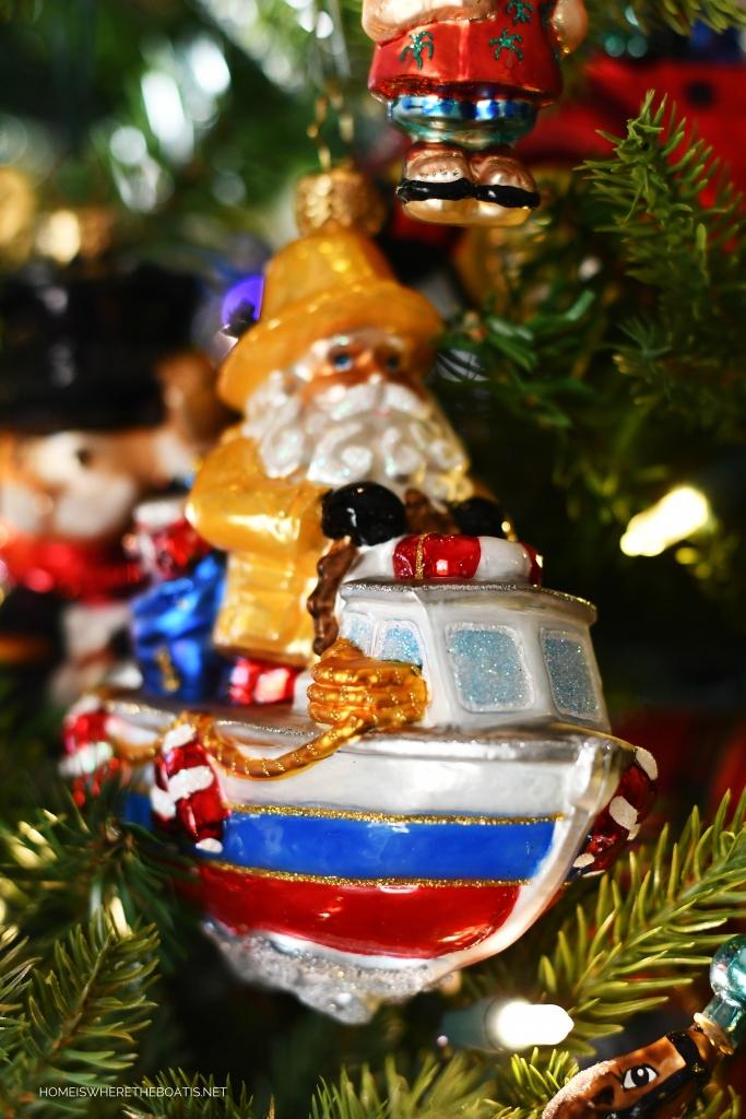 Santa in boat Christmas Ornament | ©homeiswheretheboatis.net #Christmas #tree