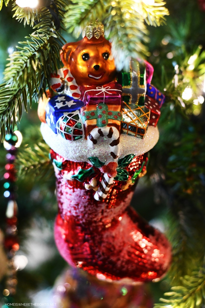 Stocking Christmas Ornament | ©homeiswheretheboatis.net #Christmas #tree