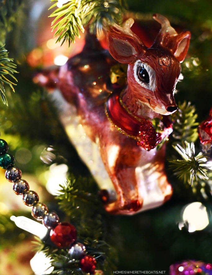 Reindeer Christmas Ornament | ©homeiswheretheboatis.net #Christmas #tree