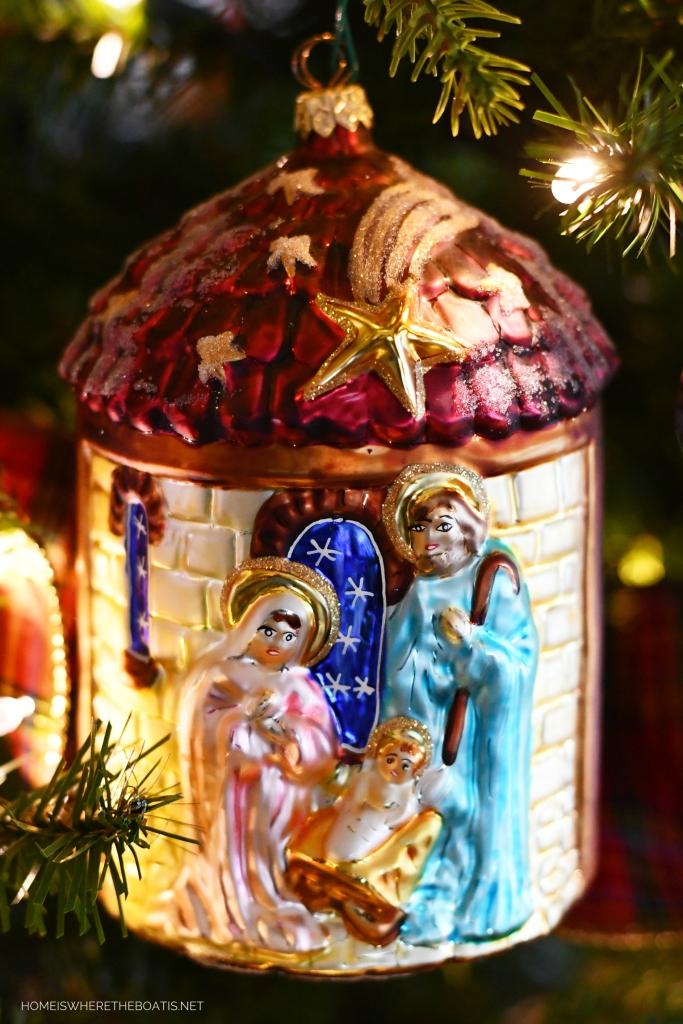 Nativity Christmas Ornament | ©homeiswheretheboatis.net #Christmas #tree