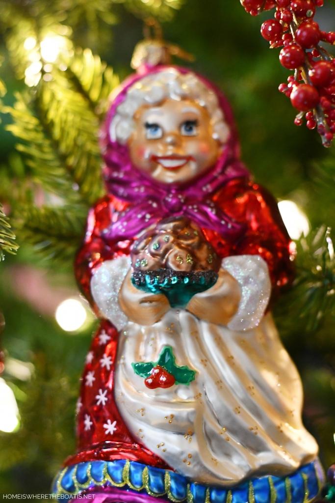 Mrs. Claus Christmas Ornament | ©homeiswheretheboatis.net #Christmas #tree