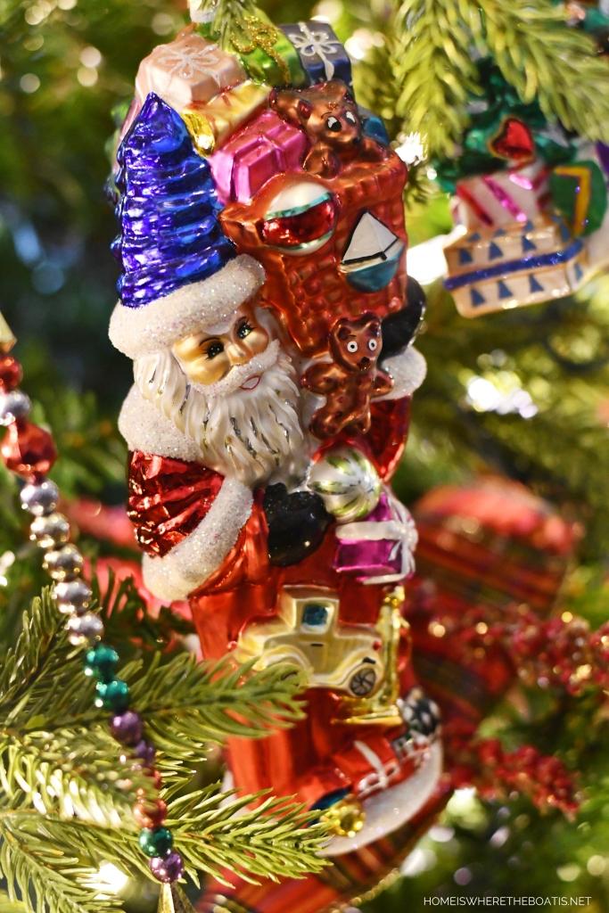 Santa Noel Christmas Ornament | ©homeiswheretheboatis.net #Christmas #tree