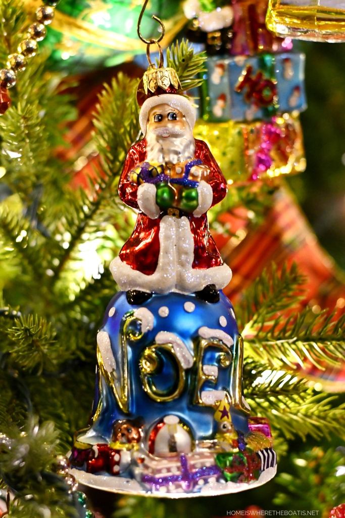 Santa Noel Bell Christmas Ornament | ©homeiswheretheboatis.net #Christmas #tree