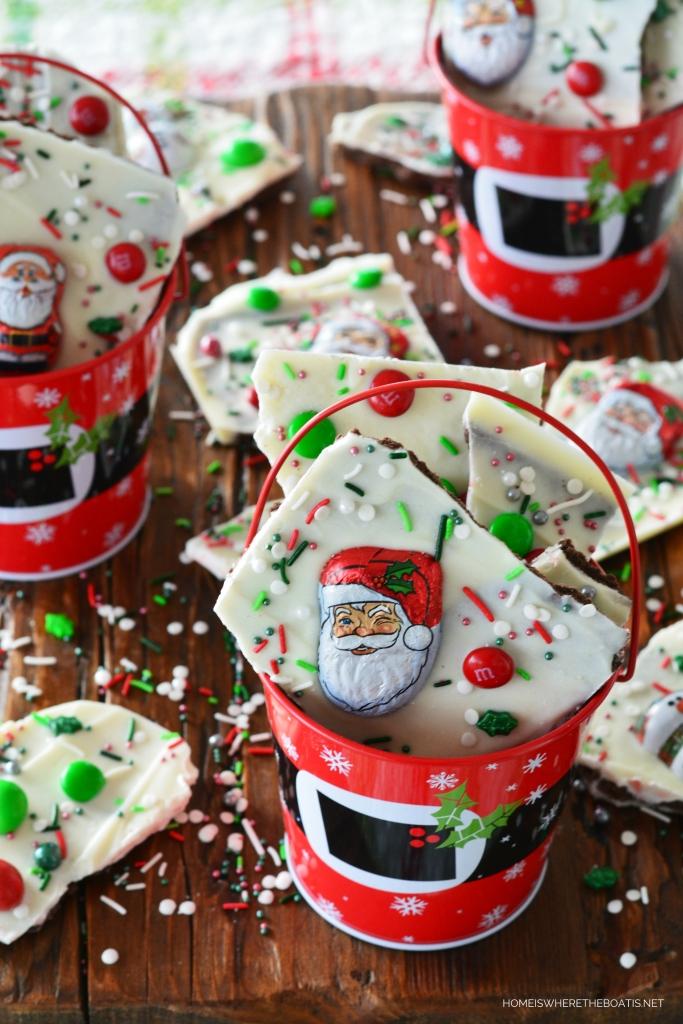 Easy No-Bake Christmas Bark | ©homeiswheretheboatis.net #christmas #santa #easy #recipe #nobake #candy #foodgift