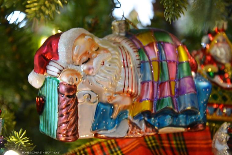 Santa in bed Christmas Ornament | ©homeiswheretheboatis.net #Christmas #tree