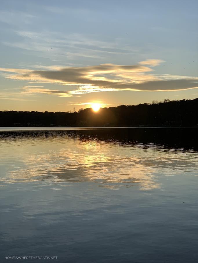 Sunset Lake Norman | ©homeiswheretheboatis.net #LKN