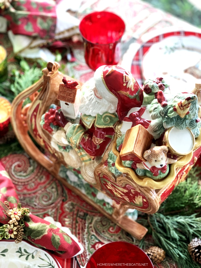 Fitz and Floyd St. Nicholas Sleigh Centerpiece and Christmas Table | ©homeiswheretheboatis.net #Christmas #tablescapes