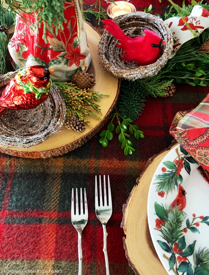 Cardinal Christmas table | ©homeiswheretheboatis.net #Christmas #tablescapes #birds #tartan #plaid