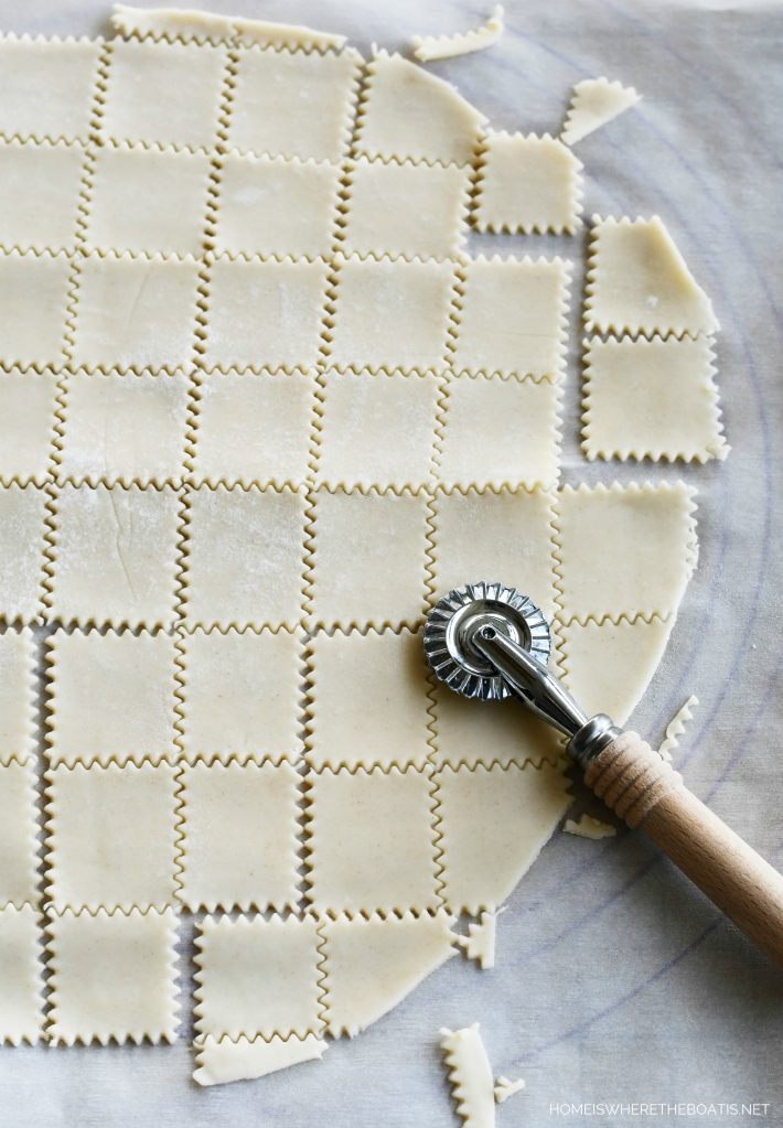 Oh So Easy Pie Crust Crackers | ©homeiswheretheboatis.net #recipes