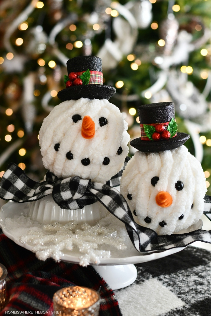 DIY Hat Snowman | ©homeiswheretheboatis.net #tablescapes #winter #snowman #DIY