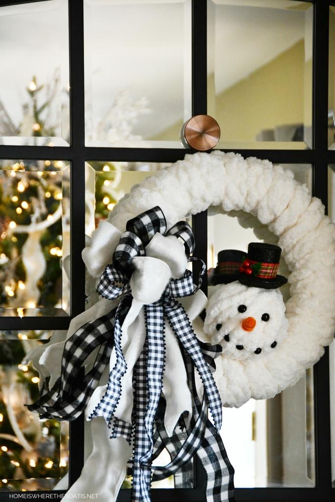 DIY Snowman Winter Wreath | ©homeiswheretheboatis.net #wreath #winter #snowman #DIY